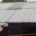 Voorbeeld van een zonnepaneel op Ghanese stal